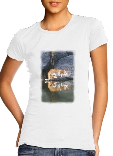 T-Shirts Cat Reflection in Pond Water
