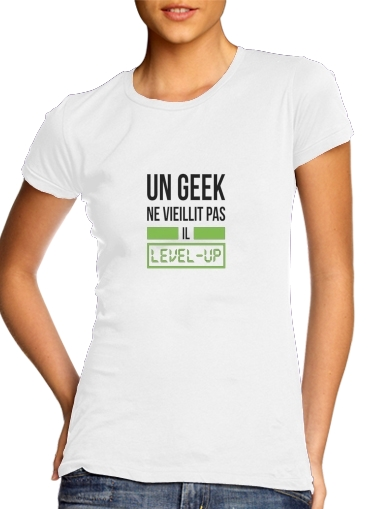 T-Shirts Un Geek ne vieillit pas il level up