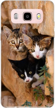 Three cute kittens in a wall hole Case for Samsung Galaxy J5 (2016)